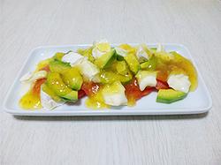 パイナップルチリソースを使ったトロピカル風サラダ